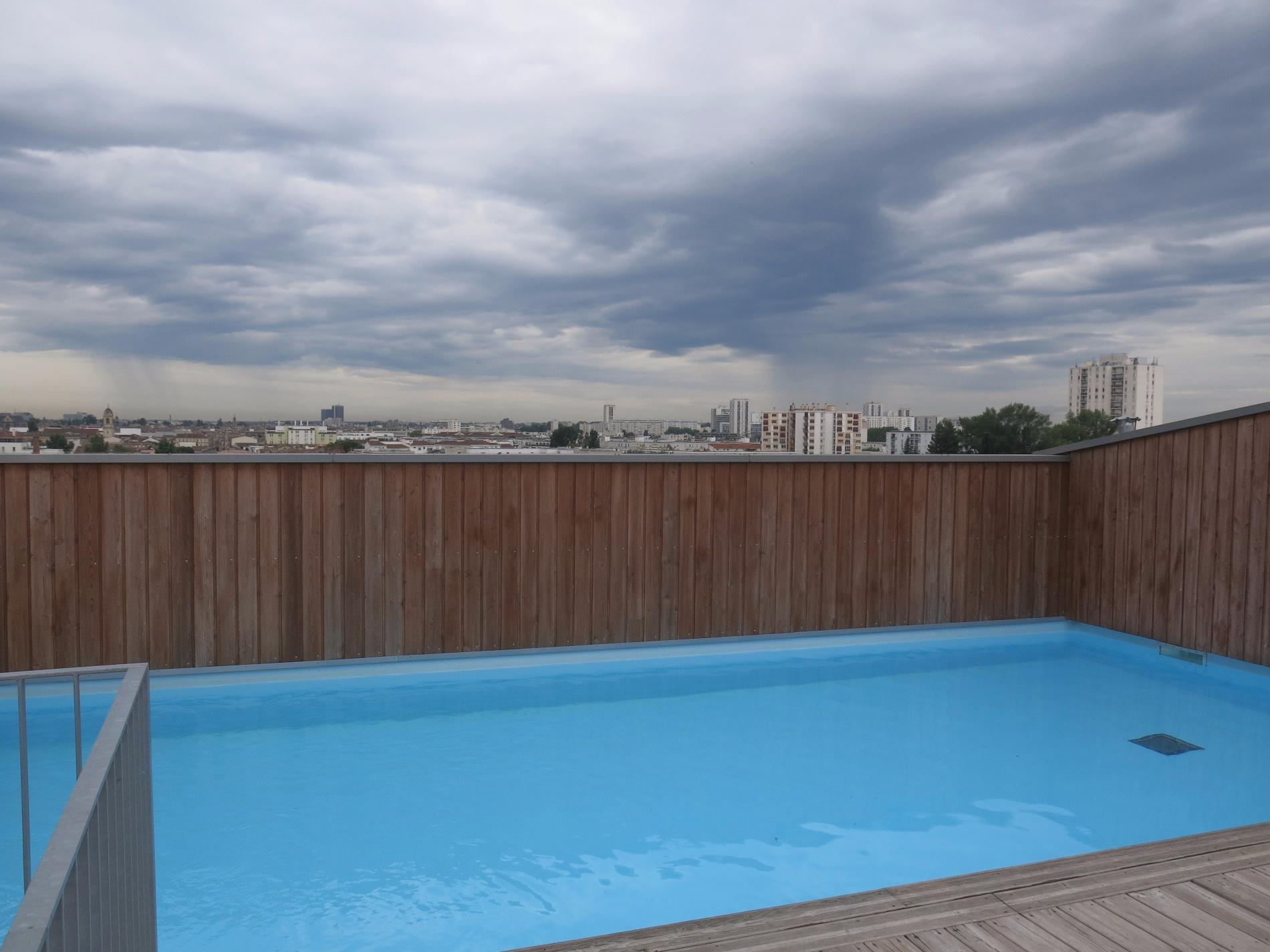Location appartement t2 neuf de 50 m avec gardien et piscine for Appartement bordeaux avec piscine