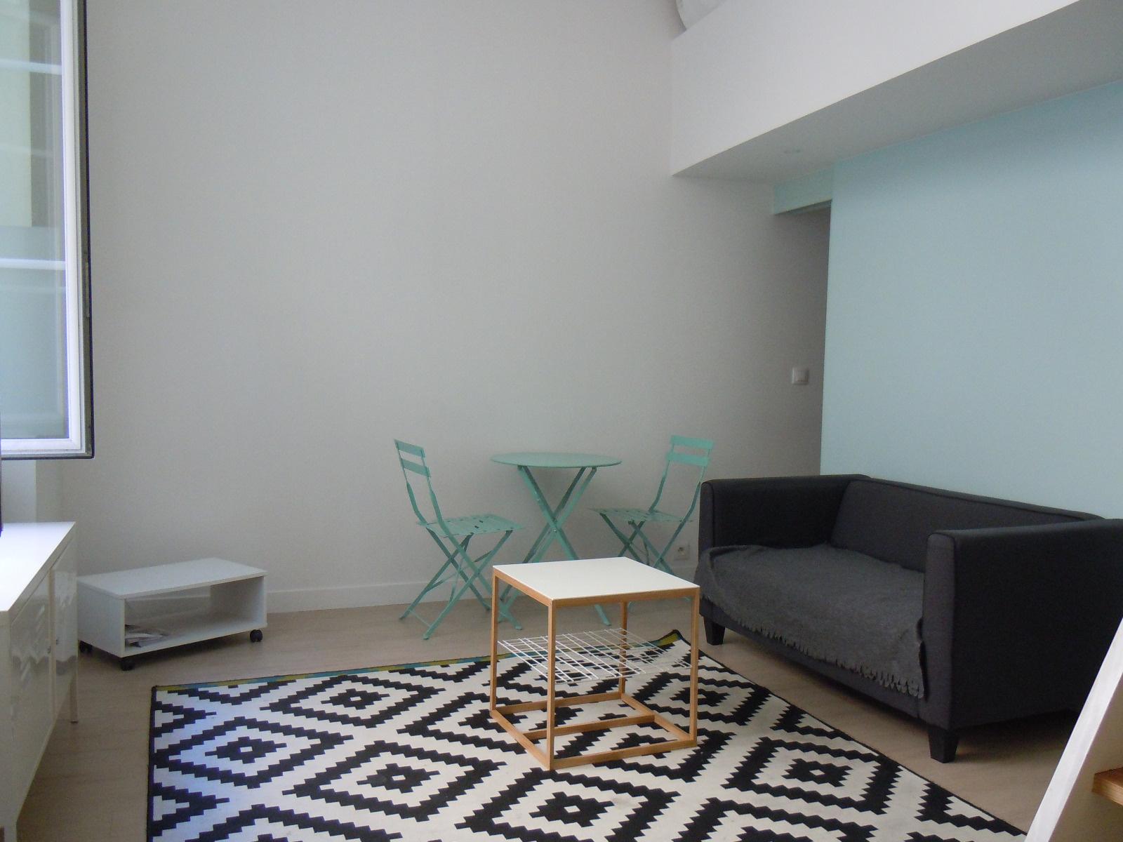 Location t1 meubl duplex quais des chartrons for Appartement t1 bordeaux location